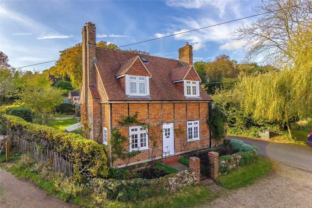 3 Bedrooms Detached House for sale in Spring Lane, Oxted, Surrey, RH8