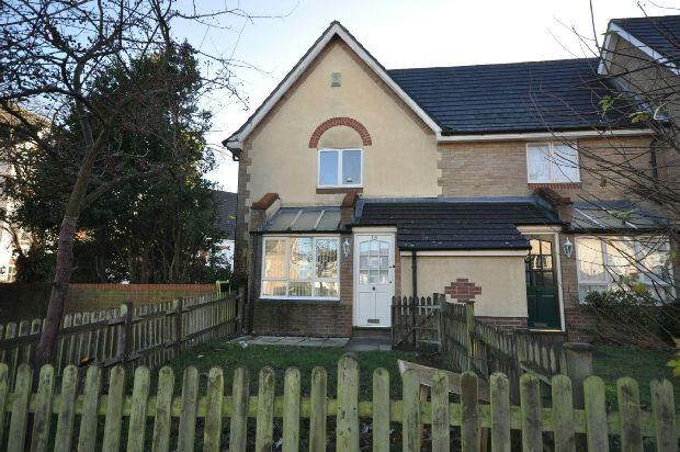 2 Bedrooms End Of Terrace House for sale in Headley Road East, Woodley, Reading,