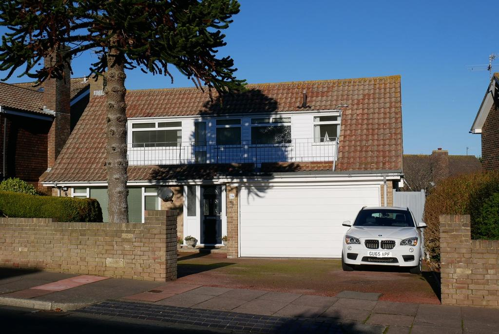 3 Bedrooms Detached House for sale in Compton Drive, Eastbourne, BN20