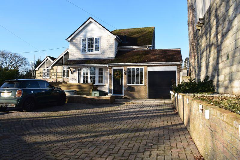 3 Bedrooms Detached House for sale in Blackfield Road, Southampton
