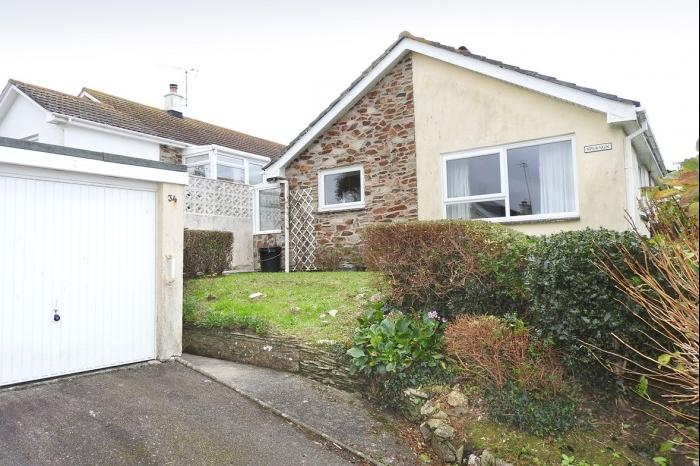 2 Bedrooms Bungalow for sale in SPERNON, 34, PENPONDS ROAD, PORTHLEVEN, TR13