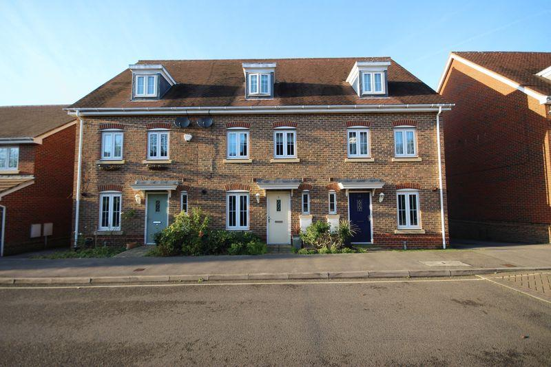 4 Bedrooms Town House for sale in Wellswood, Haywards Heath, West Sussex