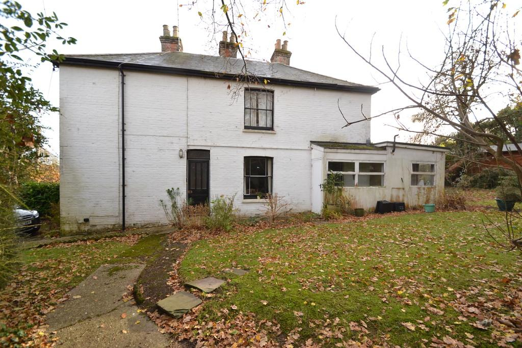 3 Bedrooms Semi Detached House for sale in Red Road, Wootton Bridge