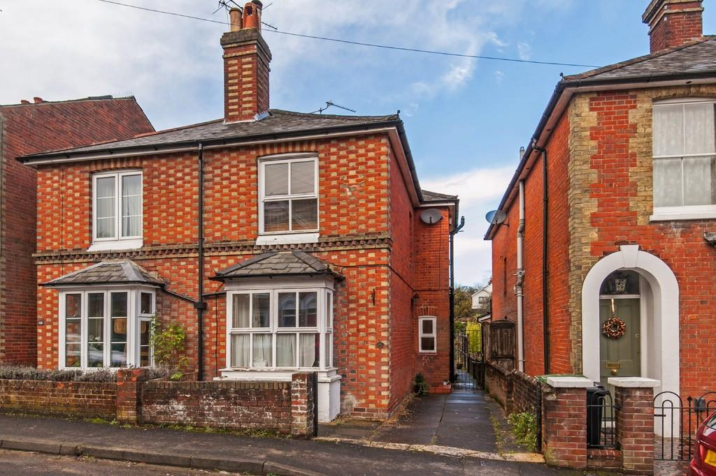 2 Bedrooms Semi Detached House for sale in Western Road, Fulflood, Winchester, SO22