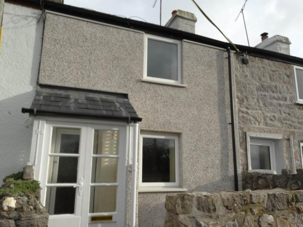 2 Bedrooms Terraced House for sale in 10 Bodryfedd Terrace Tan Y Graig Road, Llysfaen, LL29 8UF