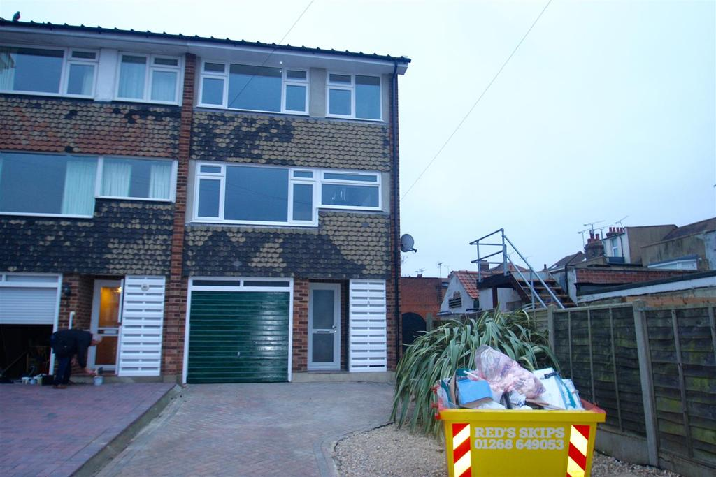 4 Bedrooms Town House for rent in Barnard Road, Leigh-On-Sea