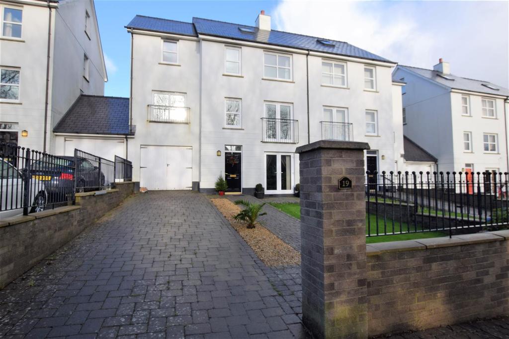 5 Bedrooms Terraced House for sale in Kensington Gardens, Haverfordwest