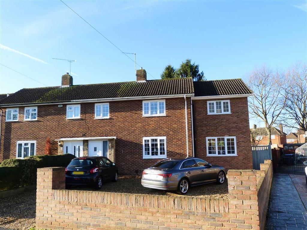 3 Bedrooms Semi Detached House for sale in Haynes Close, Welwyn Garden City
