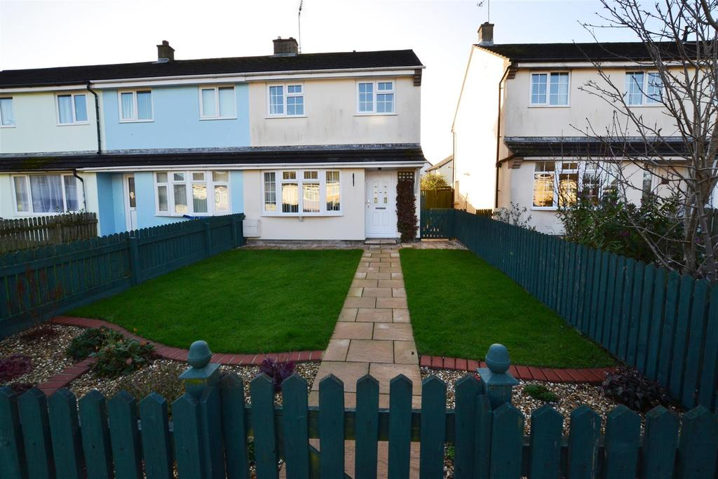 3 Bedrooms Semi Detached House for sale in Steps Road, Sageston, Tenby