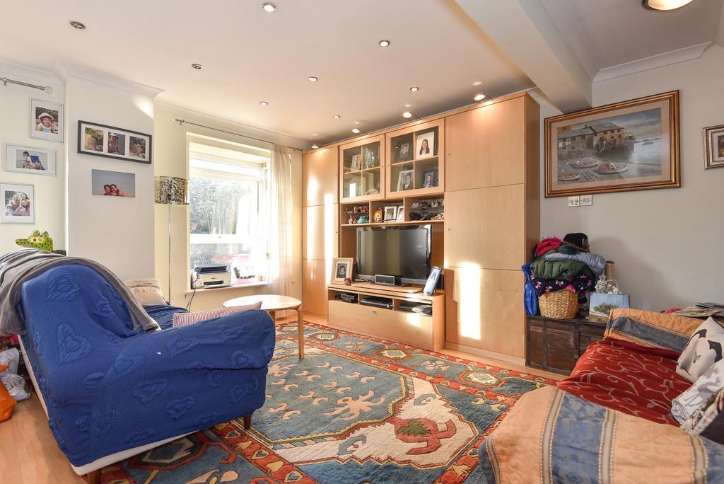 2 Bedrooms Maisonette Flat for sale in Founders Gardens London SE19