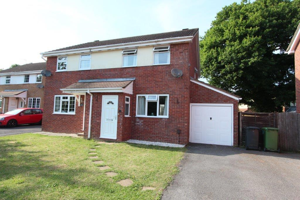 3 Bedrooms Semi Detached House for rent in 48 Cudworth Mead, Hedge End SO30