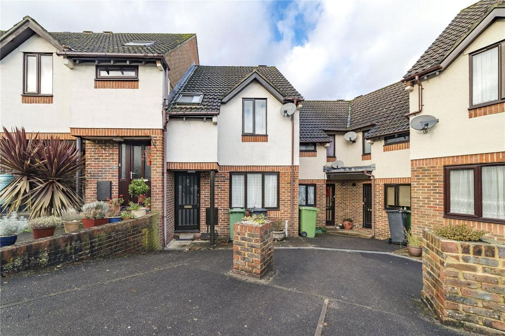 2 Bedrooms Terraced House for sale in Maltings Close, Alton, Hampshire