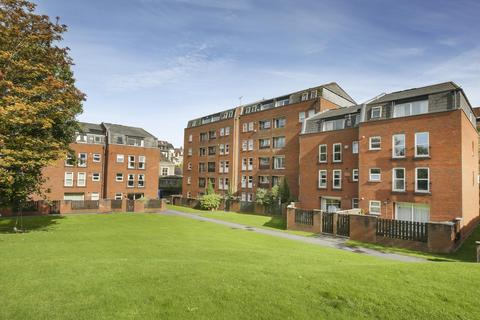 2 bedroom flat to rent - Alma Court, Alma Vale Road, BS8