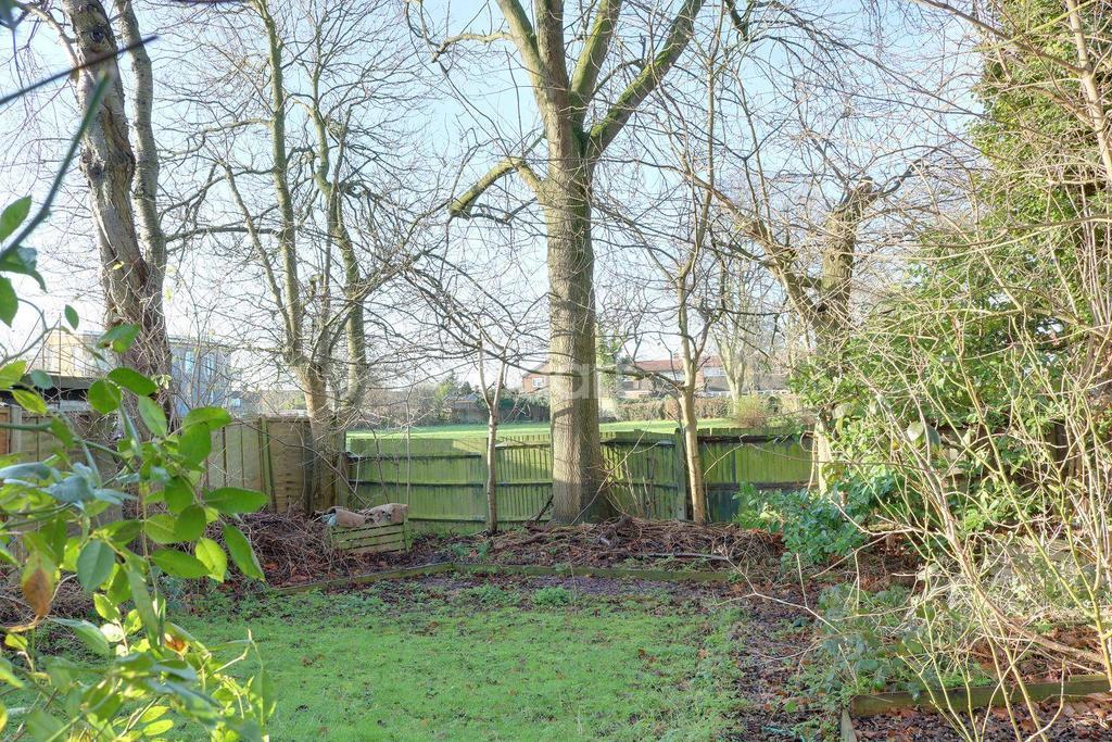 3 Bedrooms End Of Terrace House for sale in Pepsal End, Oaks Cross, Stevenage