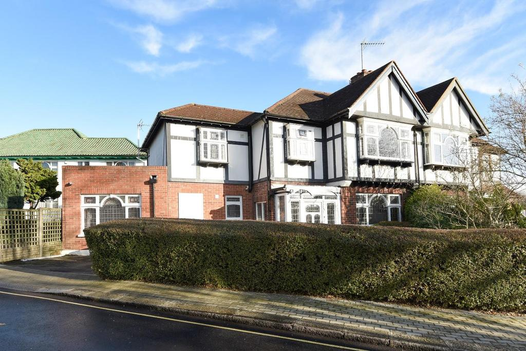 4 Bedrooms Semi Detached House for sale in Abbots Gardens, East Finchley