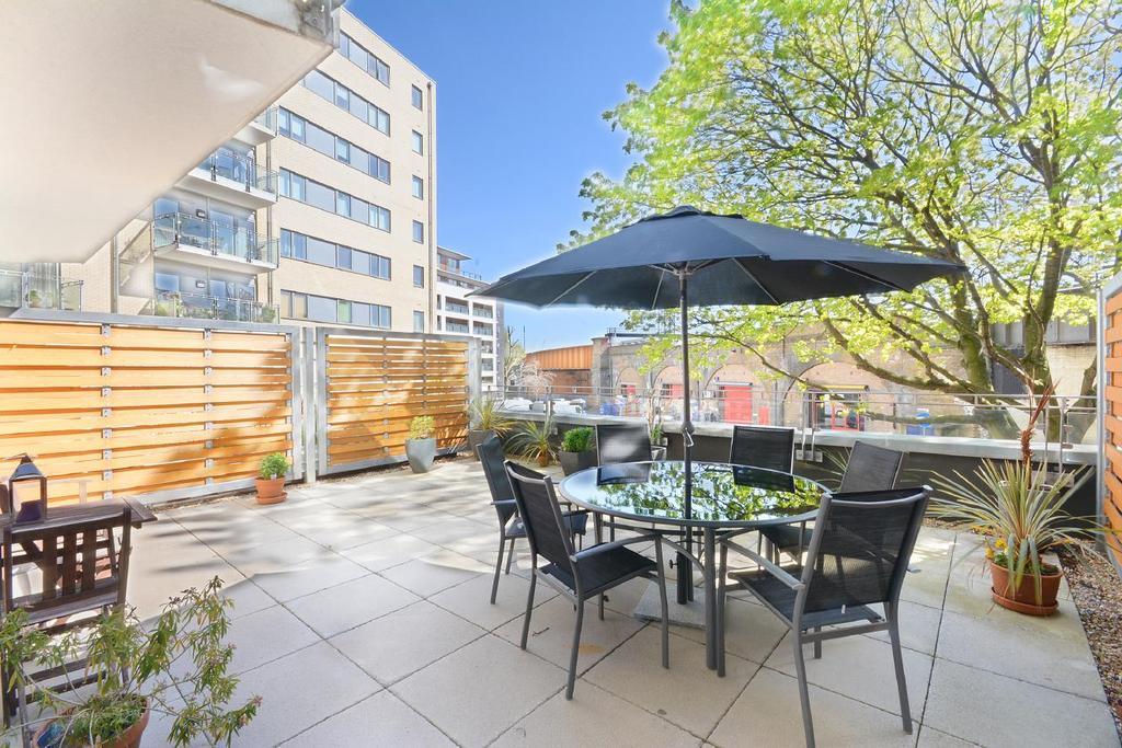 2 Bedrooms Flat for sale in Marine Street, Bermondsey