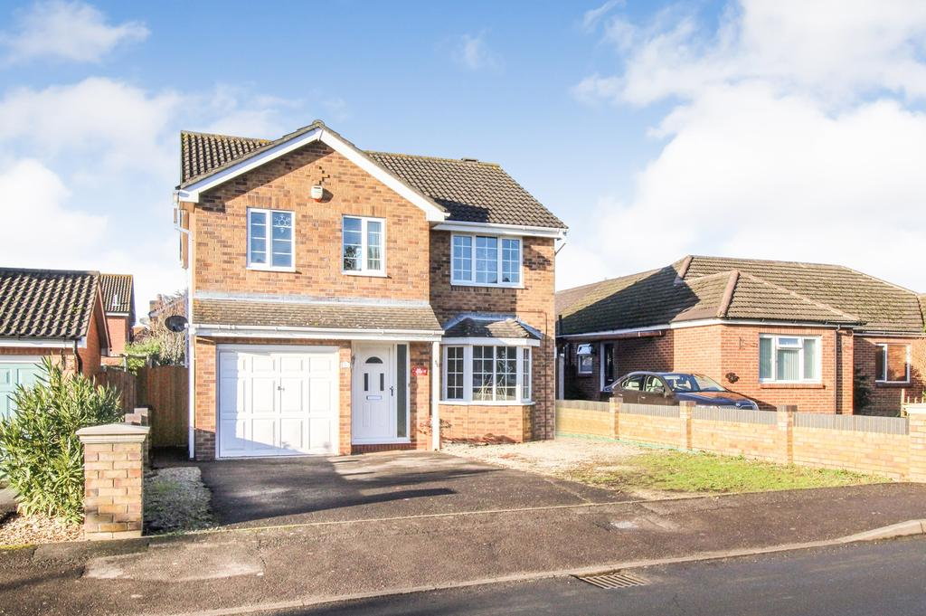 4 Bedrooms Detached House for sale in Fleet End Road, Warsash