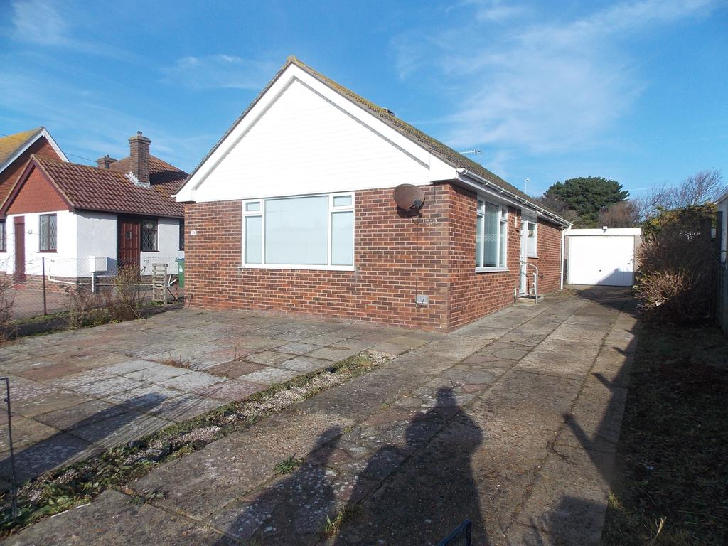 2 Bedrooms Detached Bungalow for rent in Arundel Road Central, Peacehaven, East Sussex