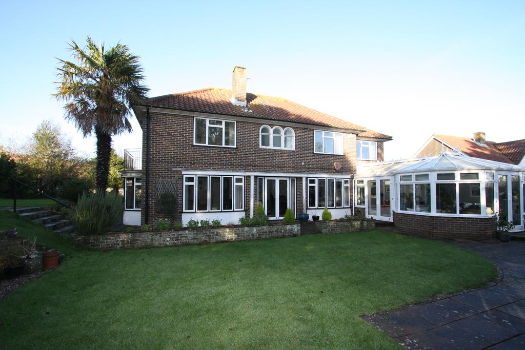 5 Bedrooms Detached House for sale in 25 Denton Road, Eastbourne BN20