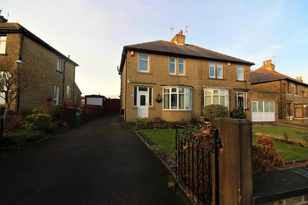 3 Bedrooms Semi Detached House for sale in Hillside Crescent, Newsome, Huddersfield, HD4 6LY