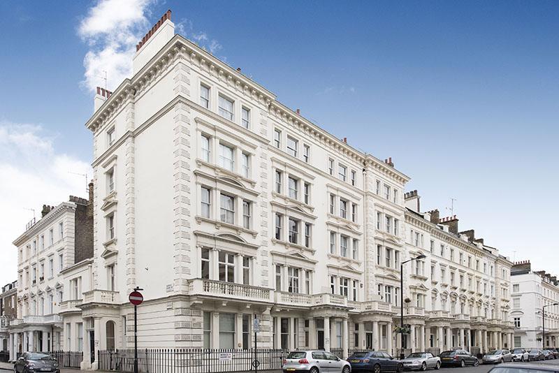 2 Bedrooms Flat for sale in Warwick Square, Pimlico, London SW1V