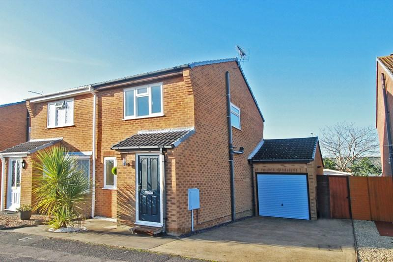 2 Bedrooms Semi Detached House for sale in Andover Close, Princess Park, Christchurch