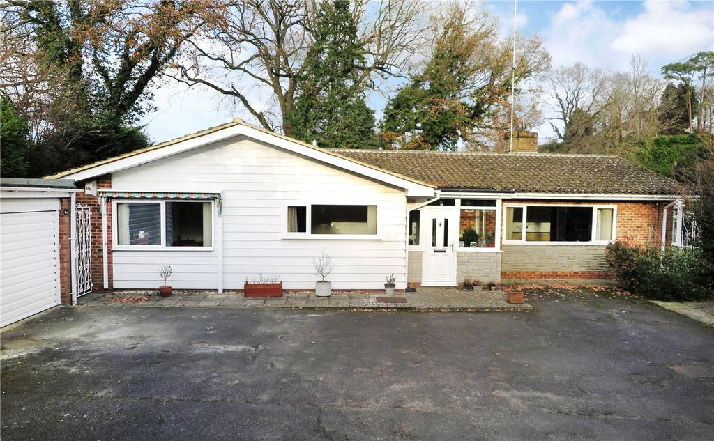 4 Bedrooms Detached Bungalow for sale in Jubilee Lane, Wrecclesham, Farnham, Surrey, GU10