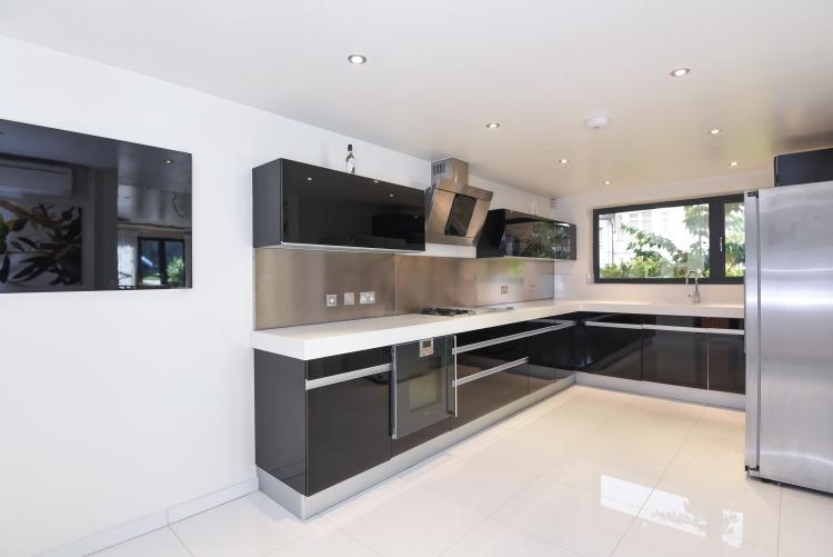 6 Bedrooms House for rent in Cranley Gardens London N10