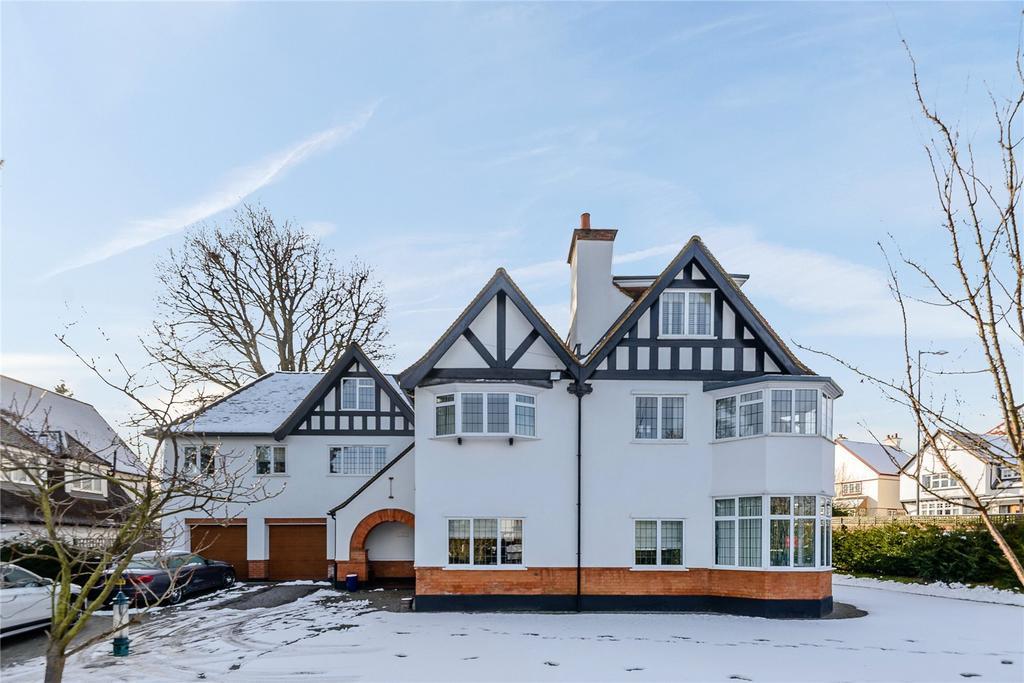 5 Bedrooms Detached House for sale in 2 North Park, Gerrards Cross, Buckinghamshire