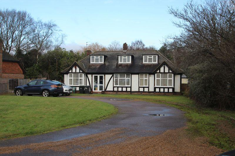 5 Bedrooms Detached Bungalow for sale in Stocks Green Road, Hildenborough