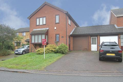 4 bedroom detached house for sale - Blakeney Close, Norwich