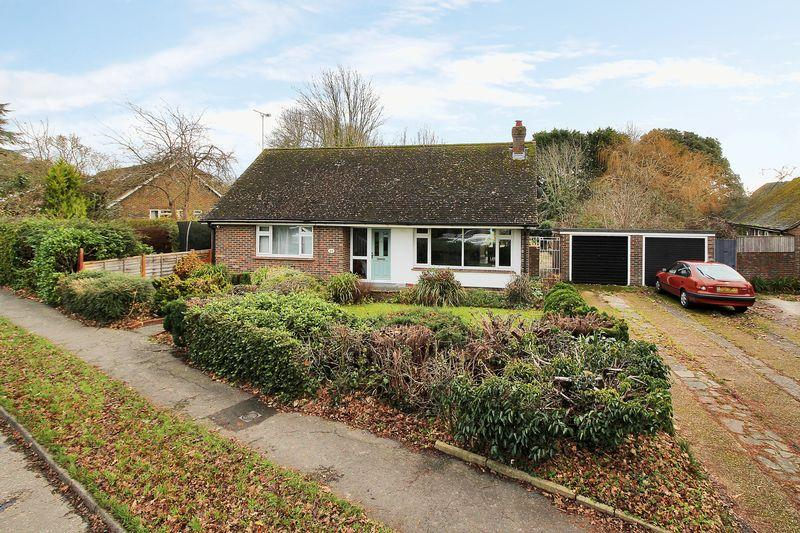 3 Bedrooms Bungalow for sale in Thornden, Cowfold,