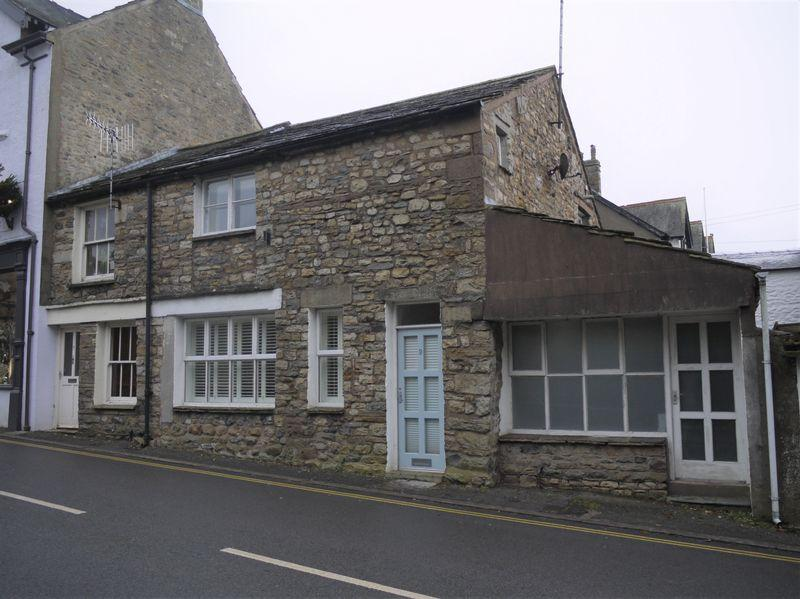 2 Bedrooms Cottage House for sale in 9 Finkle Street, Sedbergh