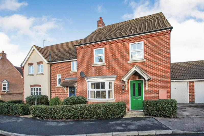 4 Bedrooms Semi Detached House for sale in Butler Drive, Lidlington