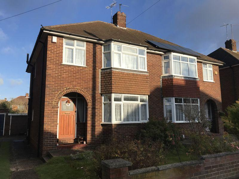 3 Bedrooms Semi Detached House for sale in Norcott Close, Dunstable