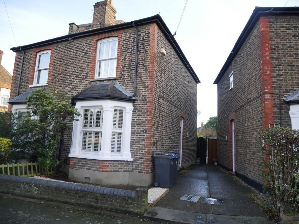 2 Bedrooms Semi Detached House for sale in Linden Crescent, Kingston, KT1 3DZ