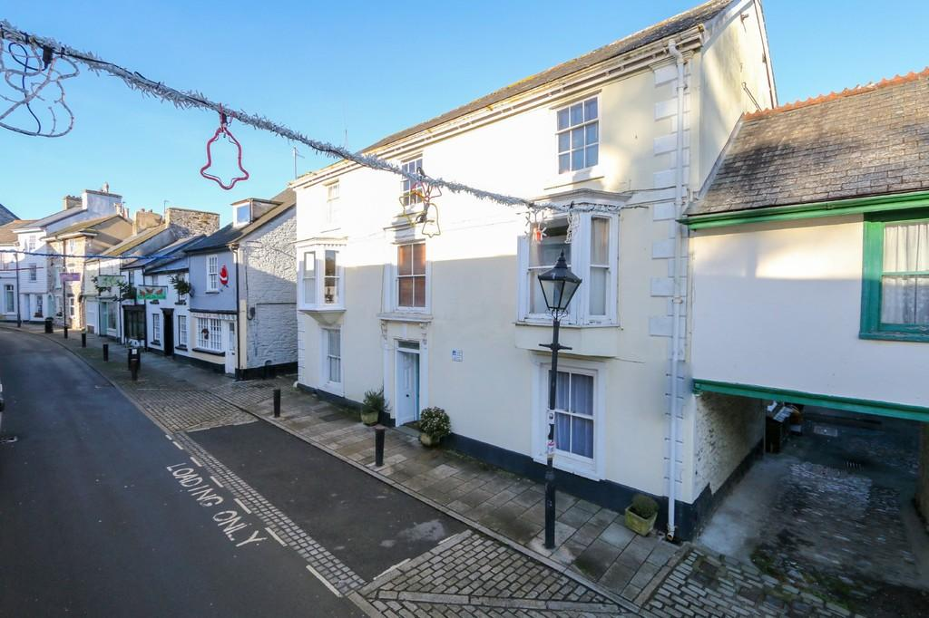 2 Bedrooms Ground Flat for sale in Fore Street, Buckfastleigh