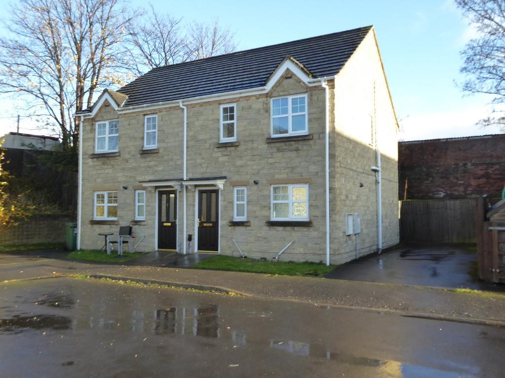 3 Bedrooms Semi Detached House for sale in Carriage Way, Heckmondwike
