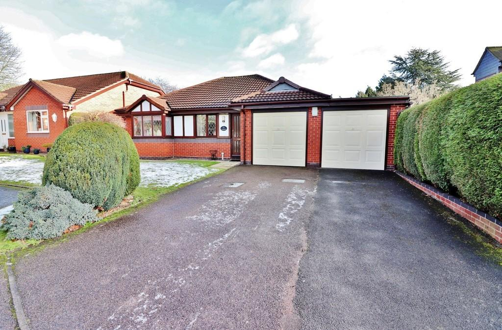 2 Bedrooms Detached Bungalow for sale in The Dell, Tamworth