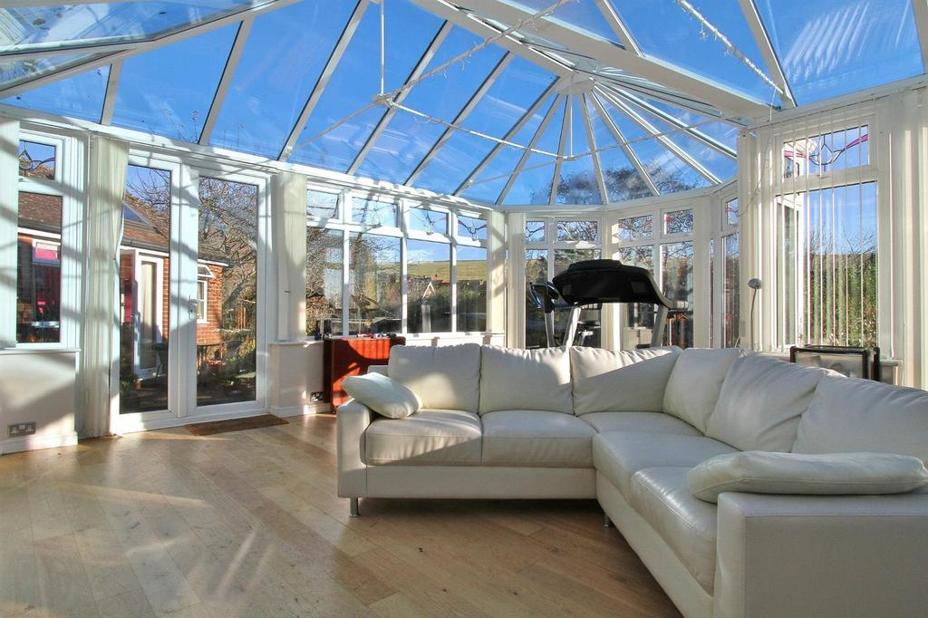4 Bedrooms Detached House for sale in Burnham Close