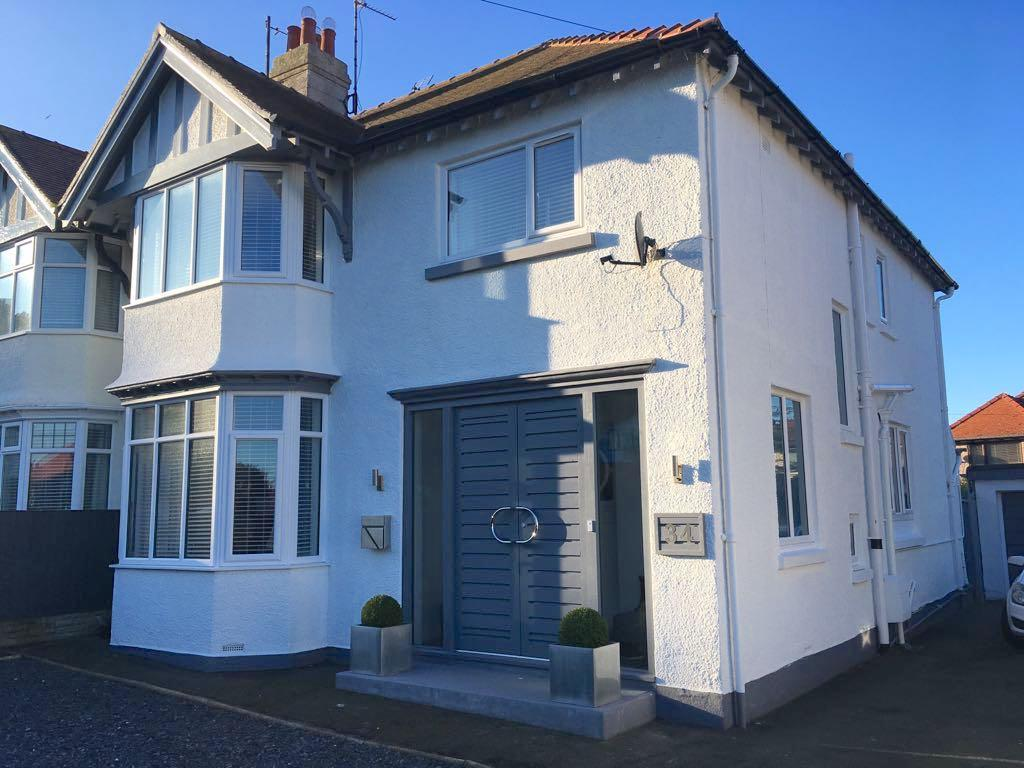4 Bedrooms Semi Detached House for sale in 34 Meadow Gardens, Craig y Don, LL30 1UW