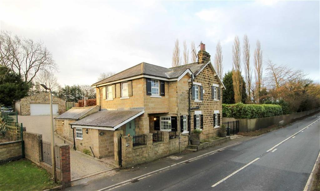 4 Bedrooms Detached House for sale in Harewood Road, East Keswick, LS17