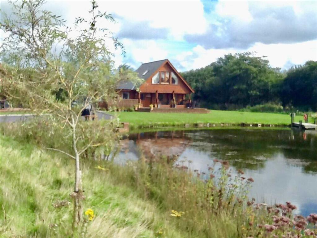 3 Bedrooms Lodge Character Property for sale in Anglesey Lakeside Lodges, Llandegfan, Anglesey