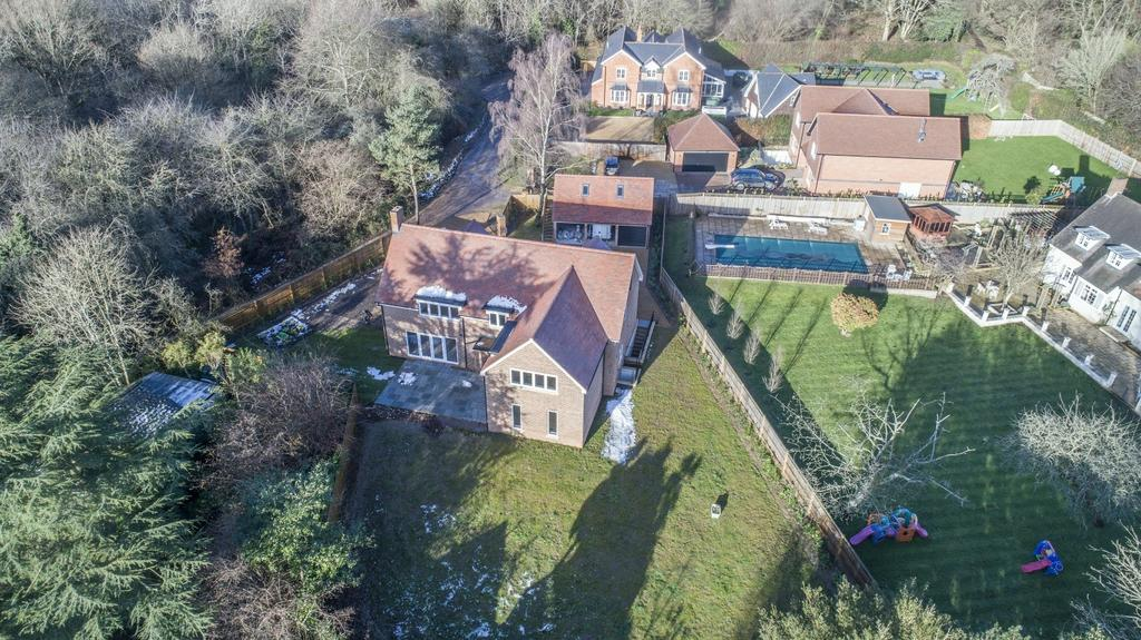 5 Bedrooms Detached House for sale in Kingwood Common