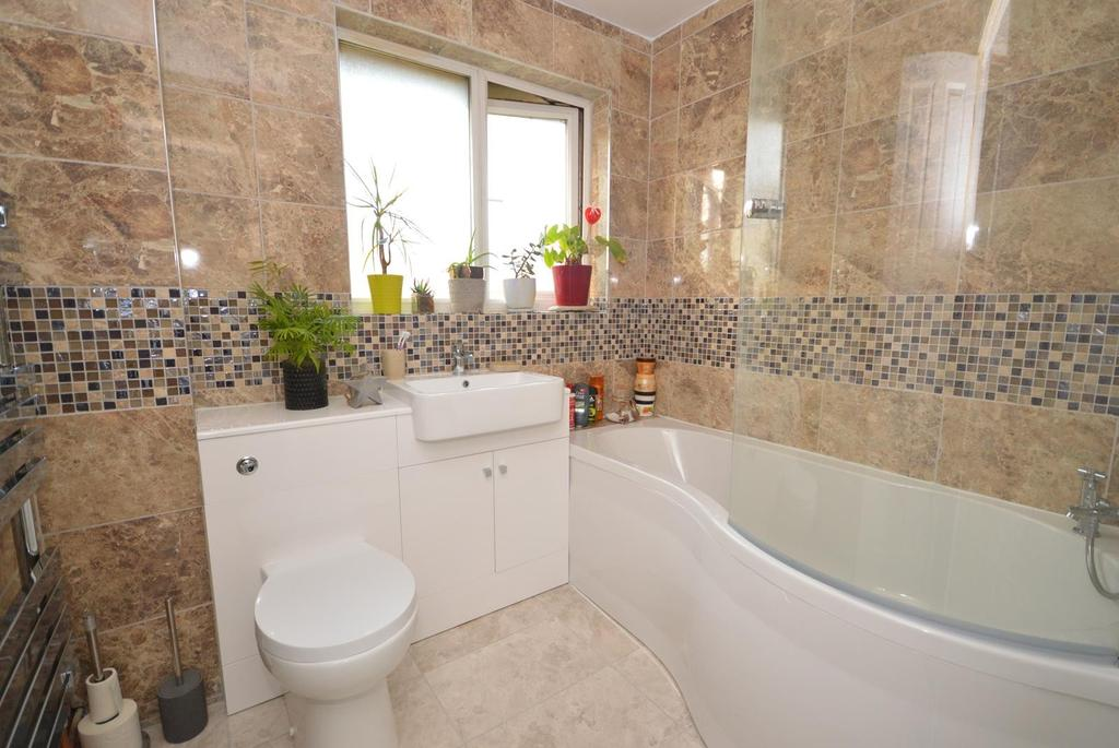 1 Bedroom Semi Detached House for sale in Stephens Close, Harold Hill, Romford, RM3