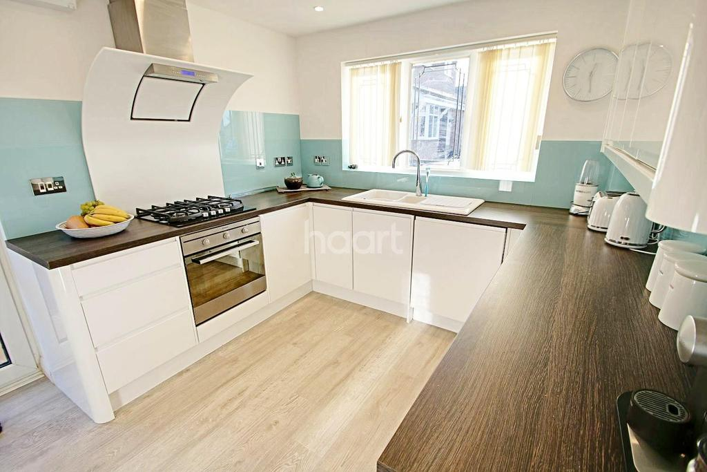 3 Bedrooms Bungalow for sale in Charlton Crescent, Whetstone, Leicester