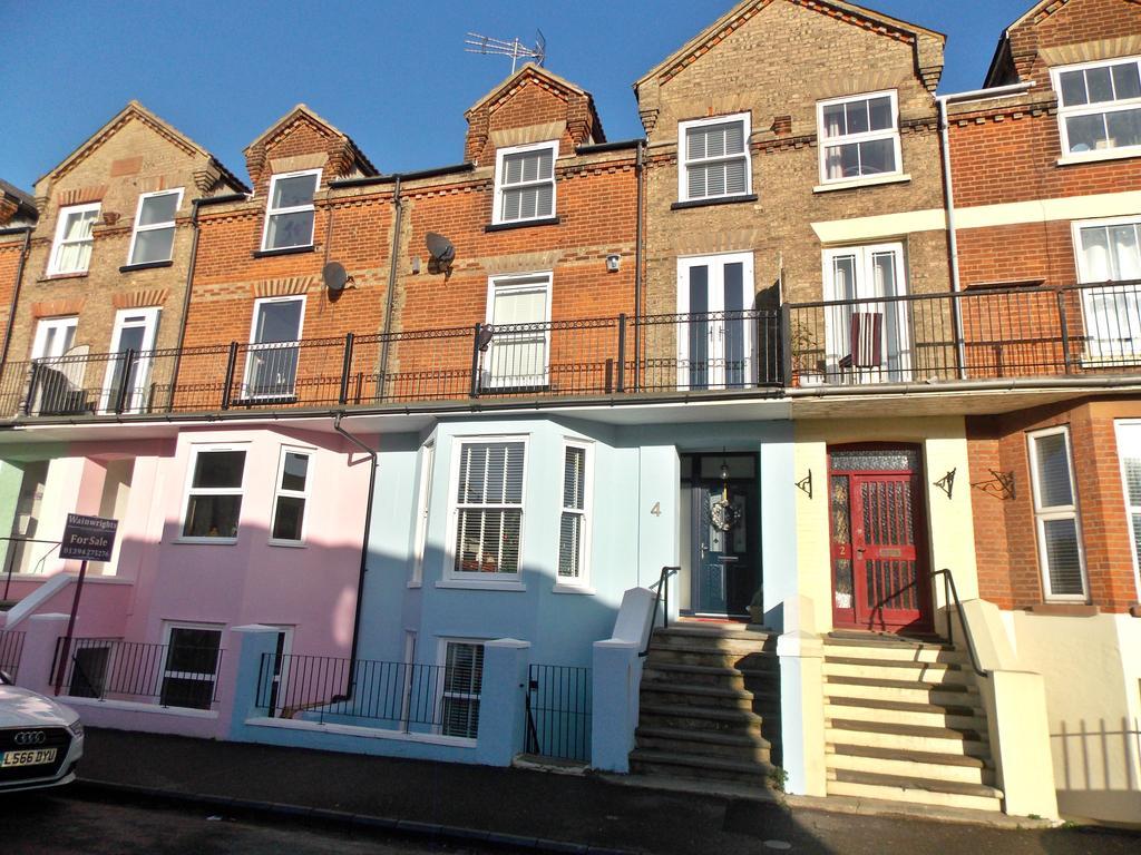 4 Bedrooms Terraced House for sale in Cavendish Road, Felixstowe, IP11