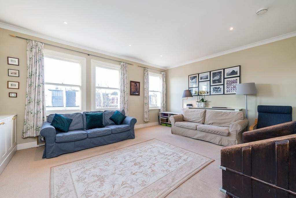 3 Bedrooms Flat for sale in Chesilton Road, SW6