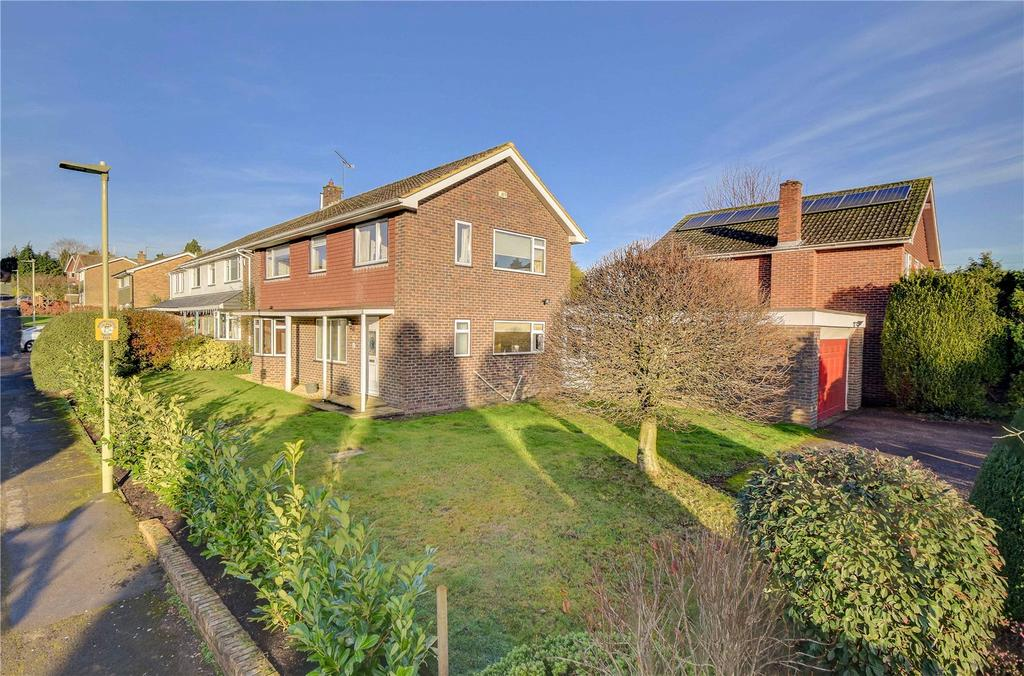 4 Bedrooms Detached House for sale in Merryfield Road, Petersfield, Hampshire