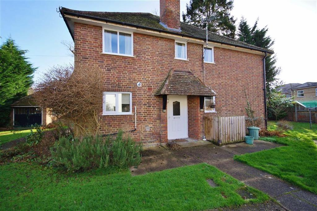 2 Bedrooms Maisonette Flat for sale in Pond Piece, Oxshott, Surrey, KT22